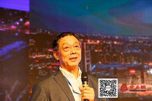 中国城市和小城镇改革发展中心理事长、首席经济学�?李铁